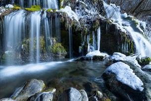 吐龍の滝 冬景の写真素材 [FYI01804493]