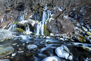 吐龍の滝 冬景の写真素材 [FYI01804515]