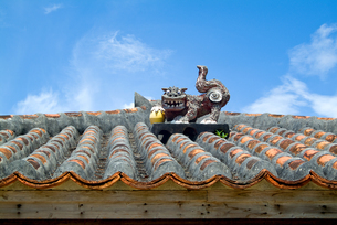 シーサー,琉球伝統建築の写真素材 [FYI01804562]