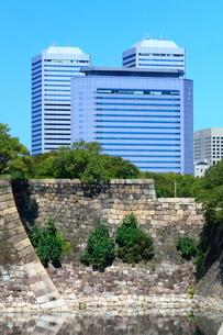 大阪城公園より望むOBPビル群の写真素材 [FYI01804982]