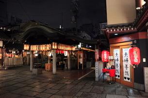 夜の法善寺横丁の写真素材 [FYI01804997]