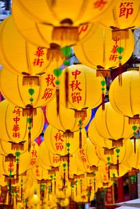 鮮やかなランタン飾り中秋節の写真素材 [FYI01805011]