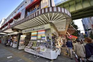秋葉原ラジオセンターと中央総武線の写真素材 [FYI01805030]