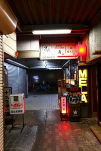 梅田の阪急ガード下の写真素材 [FYI01805127]