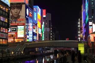 夜の道頓堀 戎橋の写真素材 [FYI01805153]