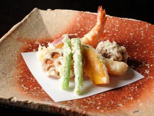 和食 天ぷら盛り合わせの写真素材 [FYI01805301]
