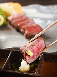 牛肉のステーキの写真素材 [FYI01805375]