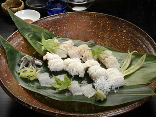 和食 鱧の四種盛りの写真素材 [FYI01805436]