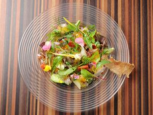 洋食 鮮魚のカルパッチョの写真素材 [FYI01805492]