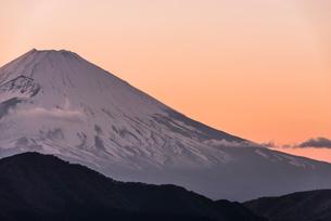 大観山からの富士山と芦ノ湖 夕景の写真素材 [FYI01805679]