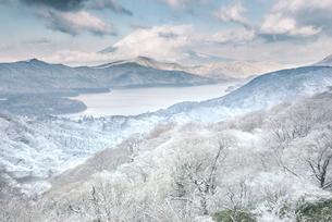 大観山からの雪景色の富士山の写真素材 [FYI01805737]