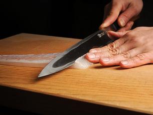 和食 お造り 調理イメージの写真素材 [FYI01805847]