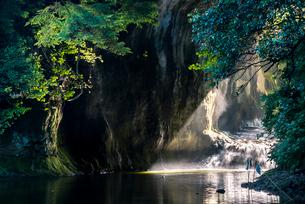 亀岩の洞窟の写真素材 [FYI01805998]
