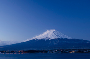 河口湖からみた富士山の写真素材 [FYI01806062]
