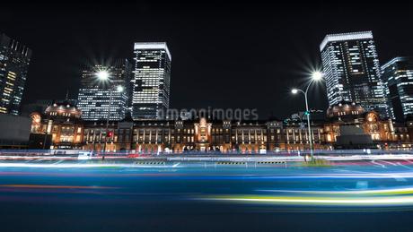 東京駅のある夜景の写真素材 [FYI01806163]