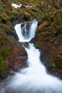 天滝公園の夫婦滝の写真素材 [FYI01806271]