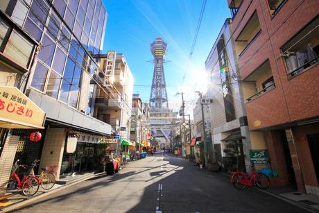 大阪新世界の街並みと通天閣の写真素材 [FYI01806291]
