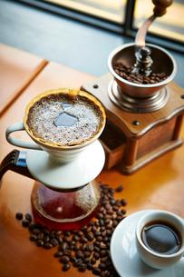 ハンドドリップコーヒーの写真素材 [FYI01806300]