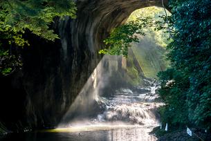 亀岩の洞窟の写真素材 [FYI01806302]