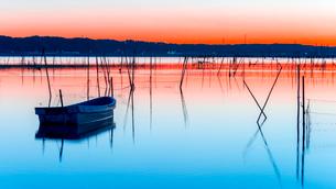 印旛沼の夜明けの写真素材 [FYI01806342]
