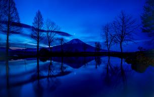金星と富士山と逆さ富士の写真素材 [FYI01806358]
