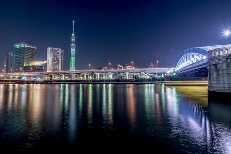 東京スカイツリーのある夜景の写真素材 [FYI01806368]