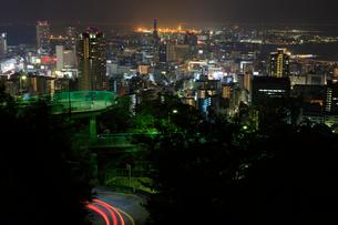 ビーナスブリッジと神戸市街の夜景の写真素材 [FYI01806441]