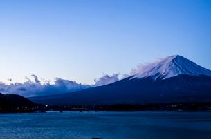 河口湖からみた富士山の写真素材 [FYI01806689]