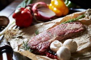 ステーキ肉の写真素材 [FYI01807126]