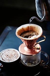ハンドドリップコーヒーの写真素材 [FYI01807541]