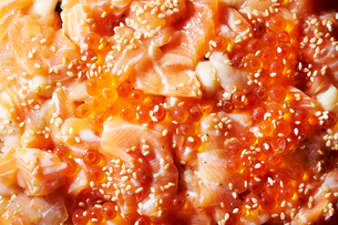 海鮮親子丼の写真素材 [FYI01807933]