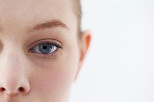 女性の顔のアップの写真素材 [FYI01808262]