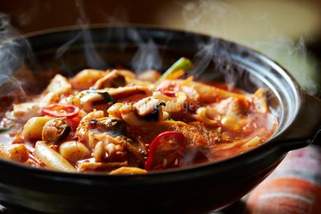 韓国の海鮮鍋の写真素材 [FYI01808580]