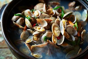 貝の鍋の写真素材 [FYI01808612]