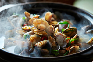 貝の鍋の写真素材 [FYI01808625]