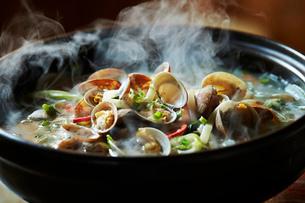 貝の鍋の写真素材 [FYI01808719]