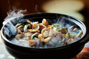 貝の鍋の写真素材 [FYI01808728]