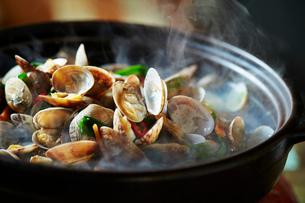 貝の鍋の写真素材 [FYI01808738]