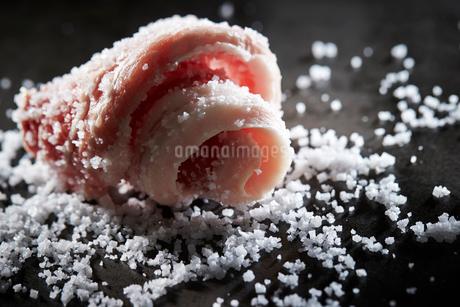 塩を振ったサムギョプサルの写真素材 [FYI01808837]