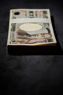 日本円の札束の写真素材 [FYI01808939]
