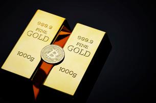 ビットコインと金塊の写真素材 [FYI01808994]