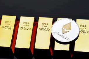 イーサリアムと金塊の写真素材 [FYI01809171]