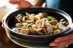 貝の鍋の写真素材 [FYI01809200]