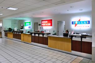 グアム国際空港レンタカーカウンターの写真素材 [FYI01809284]