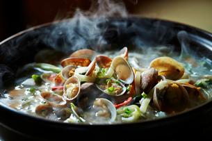 貝の鍋の写真素材 [FYI01809372]