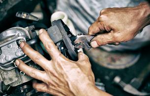 機械の修理の写真素材 [FYI01809439]