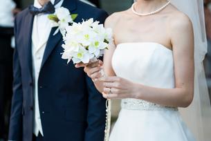 結婚式の新郎新婦の写真素材 [FYI01810076]