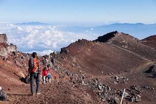 富士山お鉢巡りの写真素材 [FYI01810094]