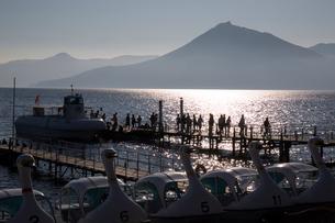 支笏湖観光船のりばの夕景の写真素材 [FYI01810235]