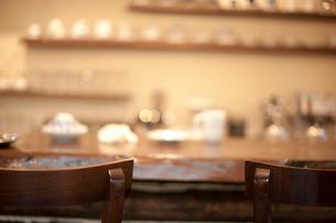 カフェのカウンター席の写真素材 [FYI01810362]